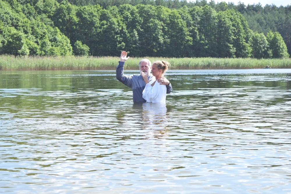 Kościół Zielonoświątkowy w Miastku Chrzest wodny w Łękini